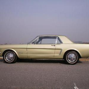 FORD MUSTANG COUPEのサムネイル