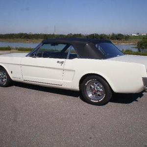 FORD MUSTANG CONVERTIBLEのサムネイル