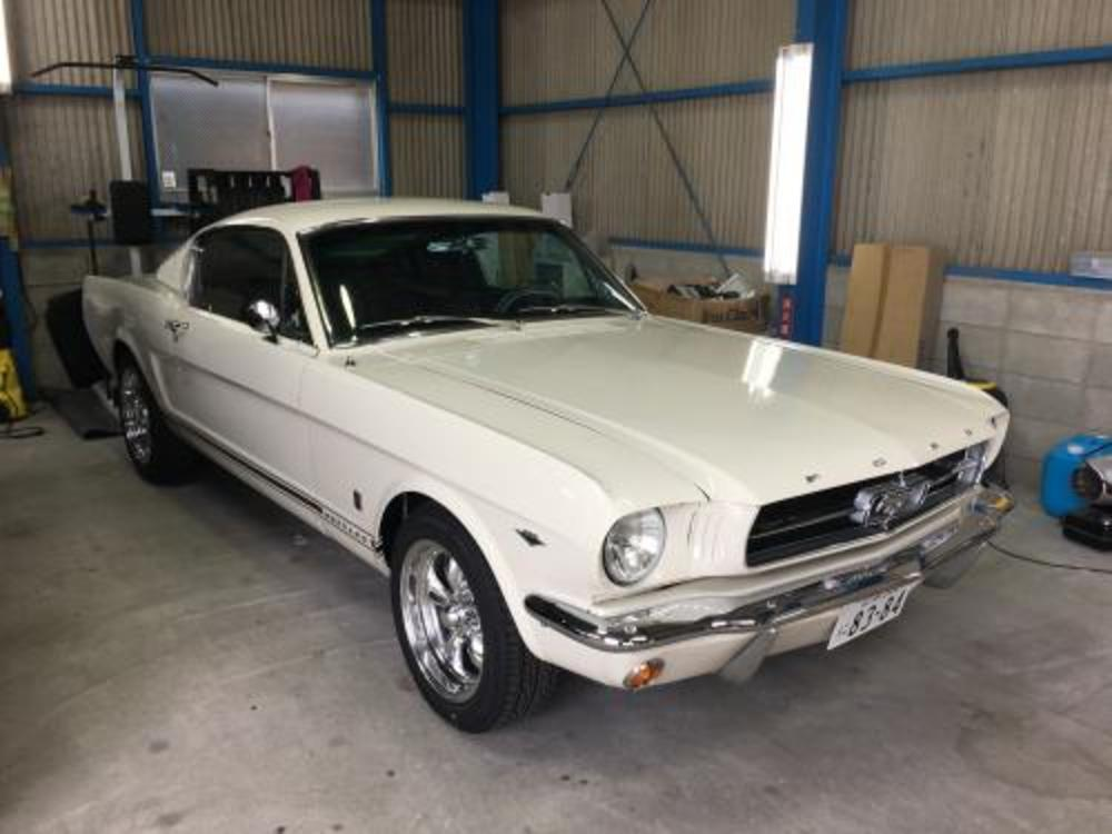 FORD MUSTANG FASTBACK GTのサムネイル